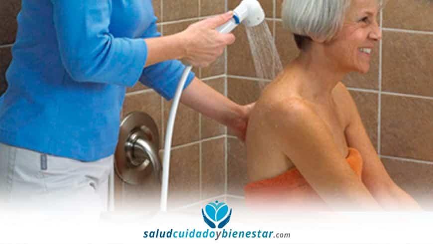 Cómo bañar a una persona mayor. consejos y recomendaciones.