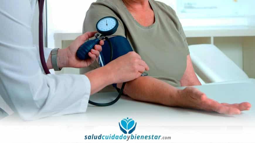 Tensiómetro digital cómo medir la tensión en personas mayores 1