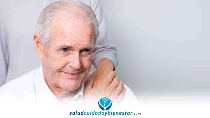 Beneficios de contar con un cuidador para los adultos mayores de tu hogar