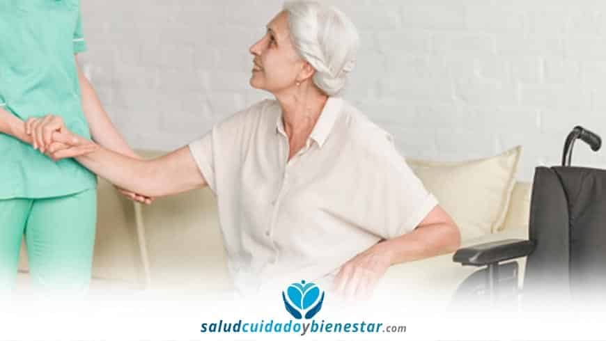 Cuidado de ancianos en casa: por qué contar con un servicio de ayuda a domicilio