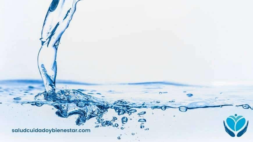 Beber Agua Mineral Natural ¿una opción más saludable?